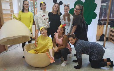 Piščanček Pik je razveselil otroke v vrtcu Angelce Ocepek Jesenice